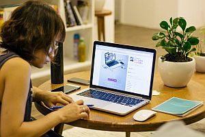 Laptophalter & Laptopständer – Vergleichskriterien und hilfreiche Eigenschaften