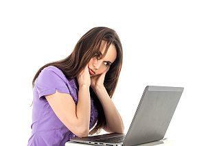 Nackenschmerzen am Arbeitsplatz – Ursachen und Hilfen