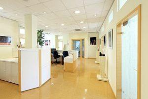 Trennwand im Büro - Sichtschutz, Schallschutz & weitere Typen