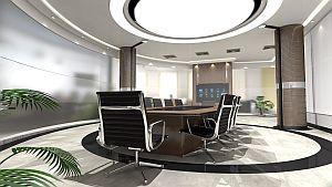 Gleichmäßig beleuchteter Konferenzraum