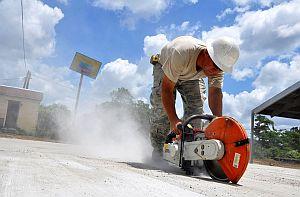 Bauarbeiter verursacht Feinstaub