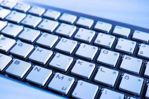 Abbildung: Große und gut lesbare Buchstaben auf einer Tastatur