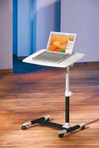 Abbildung: Rollen stellen die Mobilität des Tisches  für Laptops sicher