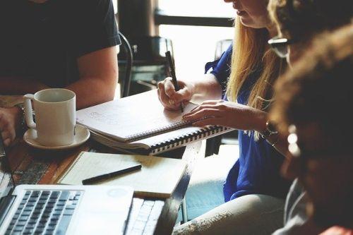 Bild: Arbeit und Interaktion im Büro